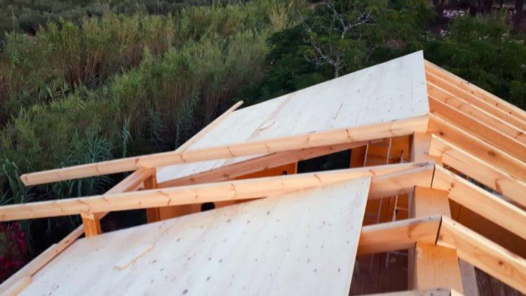 Días del 27 al 29 - Montando primera capa de madera (tarima) del techo
